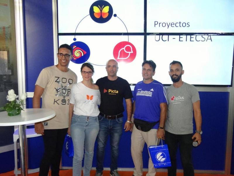En este escenario se reconoció a Hugo Florentino y a Raymond Ruiz por ser lideres de la comunidad de usuarios de estas aplicaciones en las redes sociales.
