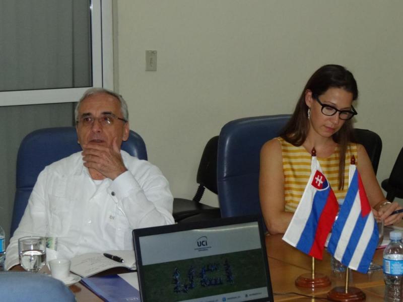 De visita en la UCI, el Excelentísimo Señor Roman Hostak, embajador Extraordinario y Plenipotenciario de la Embajada de la República de Eslovaquia en Cuba, y la agregada económica comercial de esa representación diplomática, María Dinusova.