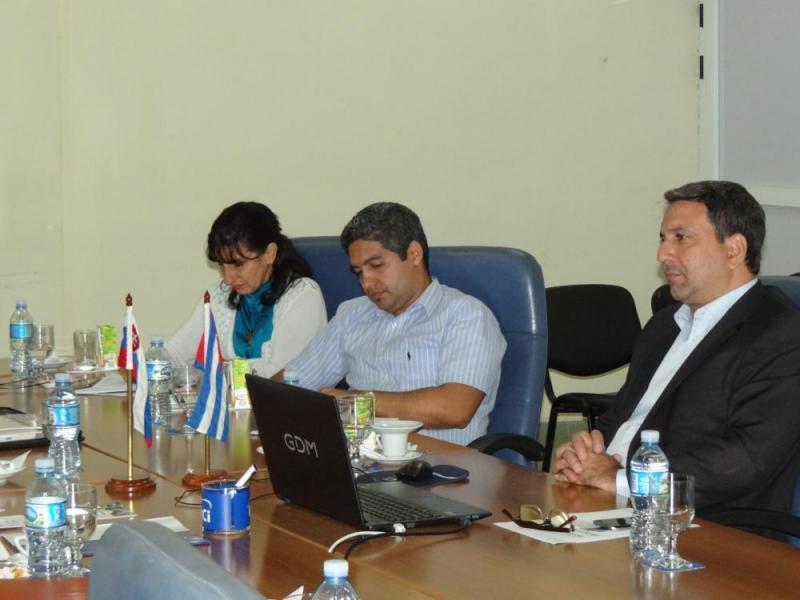El embajador eslovaco fue recibido por, de izquierda a derecha: la MSc. Delly Lien González Hernández, directora de Relaciones Internacionales; el Dr.C. Yanio Hernández Heredia, vicerrector de Producción y el Dr.C. Walter Baluja, rector de la Universidad de las Ciencias Informáticas.