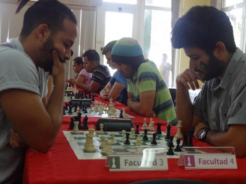 Torneo revancha en la modalidad Blitz entre los equipos de las facultades 3 y 4.