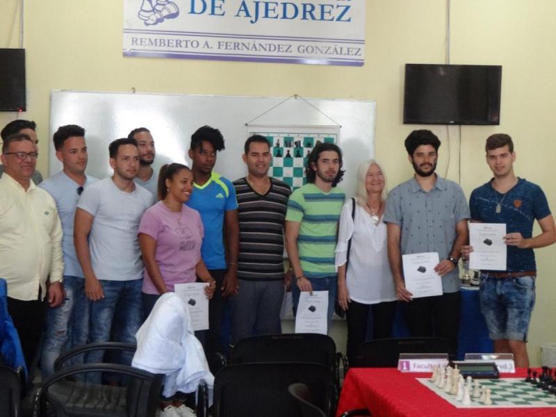 Gana equipo de la Facultad 4 el Torneo revancha en la modalidad Blitz con marcador de 9×1.