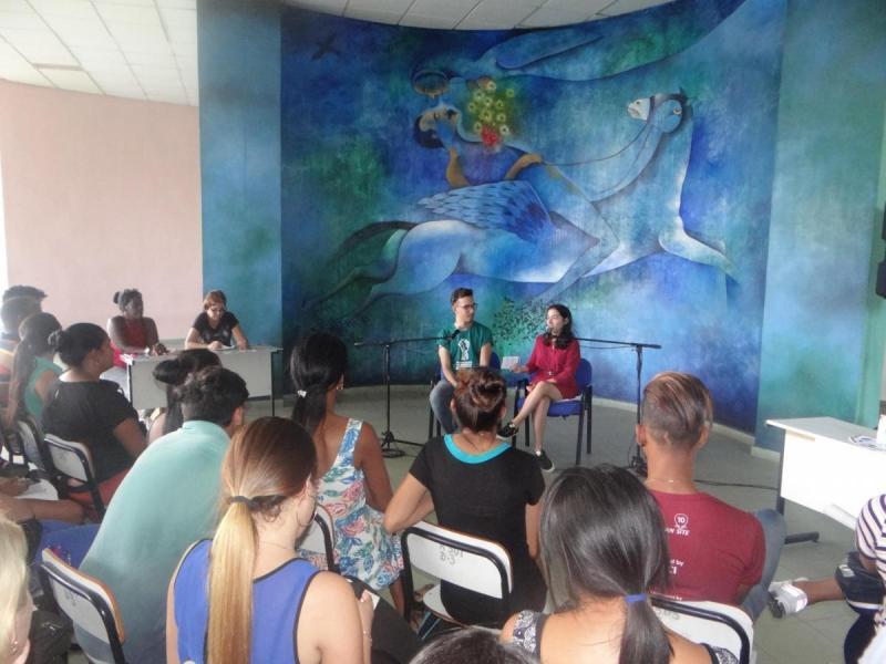 Los jóvenes universitarios conocieron sobre las obras literarias del joven escritor, Michel Pedrera Suen.