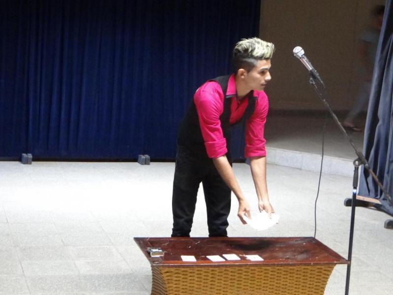 El mago David, de la Fici, cautivó al público presente con sus trucos mágicos.