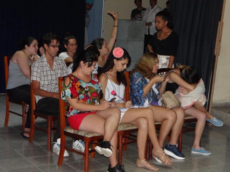 """Los aficionados al arte de las tablas de la Facultad 2 mostraron la obra """"La clase""""."""