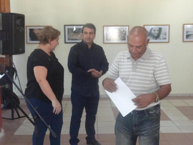 Bartolo Ricardo Zaldívar recibió certificado de reconocimiento por alcanzar la categoría de Profesor Titular Superior.
