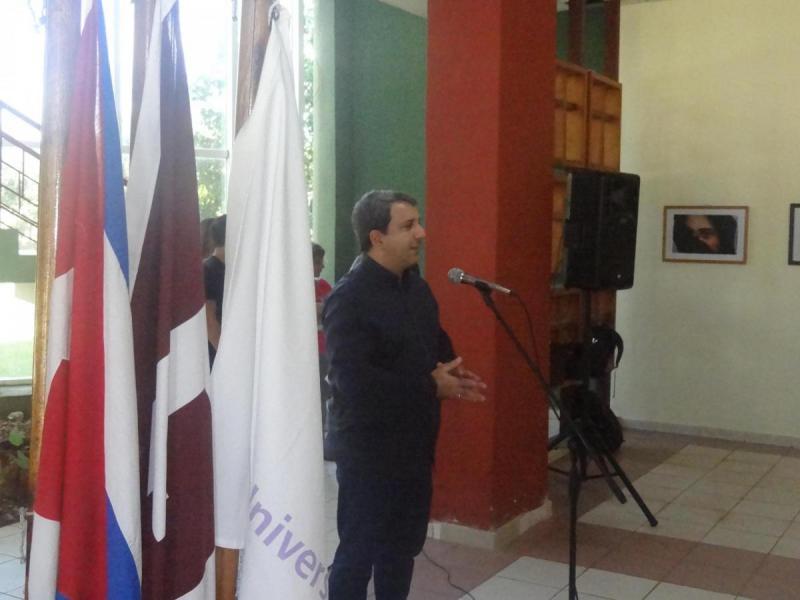 Rector de la UCI felicita a los trabajadores del Cenid y llama a fomentar cultura y ambiente de práctica del idioma inglés.