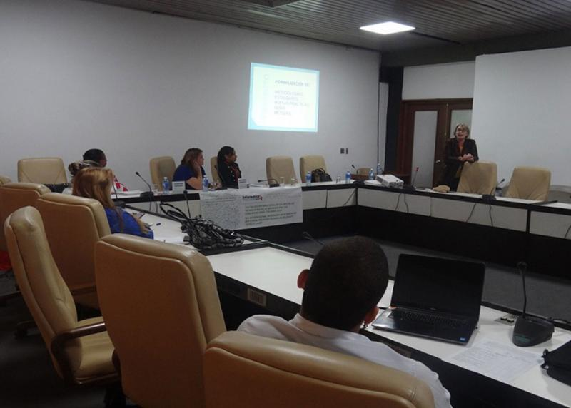 """La MSc. Beatriz Aragón Fernández, de la UCI, impartió una conferencia magistral bajo el título """"El proyecto más allá de sus hitos"""""""
