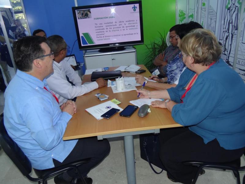 Delegaciones de varias naciones se acercaron al estand de nuestra institución para documentarse sobre los procesos sustantivos que se desarrollan en esta casa de altos estudios.