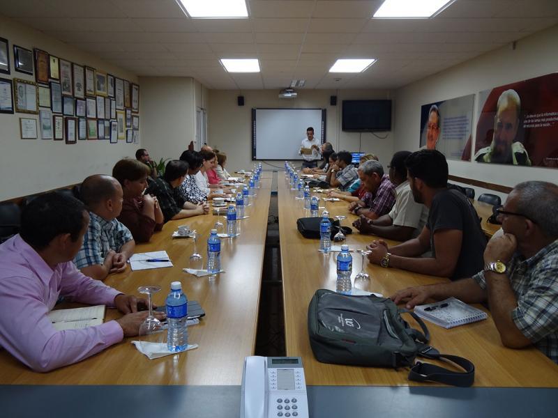 En el salón de reuniones del Rectorado fueron recibidos por la Dra.C. Miriam Nicado García, rectora de la UCI, junto a miembros del Consejo Universitario, representantes de las organizaciones políticas y de masas y otros directivos invitados.