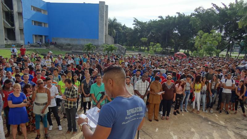 """Presidente en funciones de la FEU en la Fici: """"Nosotros estudiantes cubanos gozamos de un privilegio único de educación gratuita y de que exista la voluntad política de que todo joven tenga acceso pleno a formarse integralmente para ser útil a la sociedad""""."""