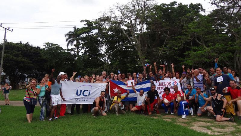Trabajadores representantes de las delegaciones 3 y 4 junto a la gloria del deporte cubano, Ana Fidelia Quirot.