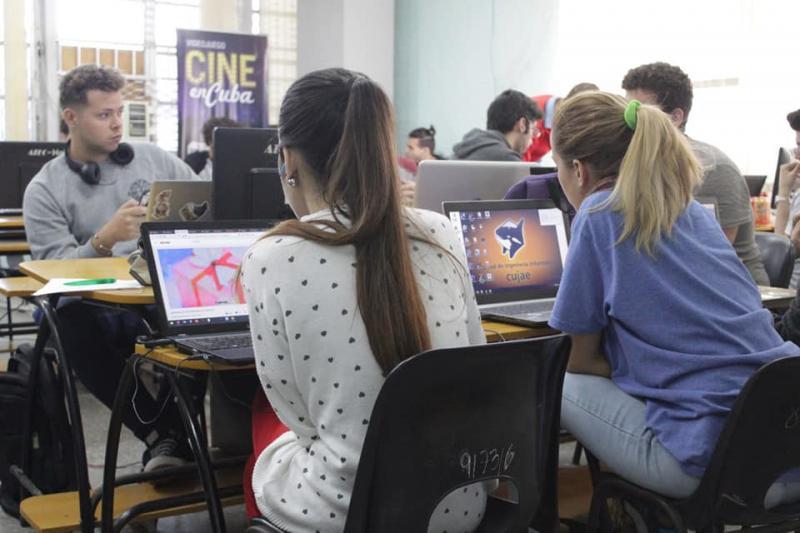"""Participantes de la simultánea de videojuegos de la Universidad Tecnológica de La Habana """"José Antonio Echeverría"""" (Cujae). Foto: Tomada de Juventud Técnica"""