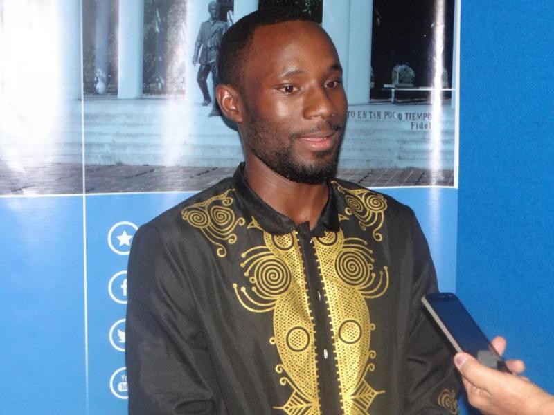 José Eduardo Raimundo Fermando, alumno de quinto año de la Facultad 3 y representante de los estudiantes angolanos en la UCI.