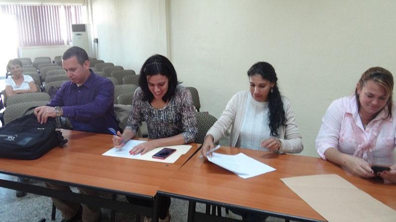 El tribunal estuvo compuesto, de izquierda a derecha por el Dr.C. Arturo Orellana, la Dra.C. Zoila Morales, la MSc. Ana Marys García y la Dra.C. Yaimí Trujillo.