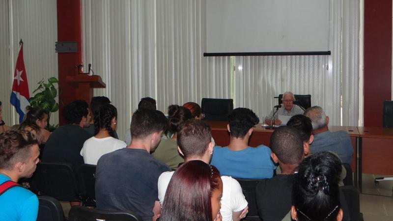 Galvéz intercambió anécdotas sobre la entrañable y ejemplar amistad de Camilo y el Che.