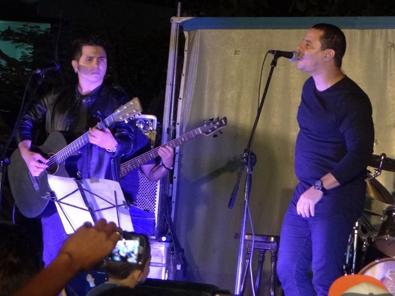 La banda liderada por Israel Rojas y Yoel Martínez propuso un repaso musical por las más encumbradas creaciones de su repertorio.