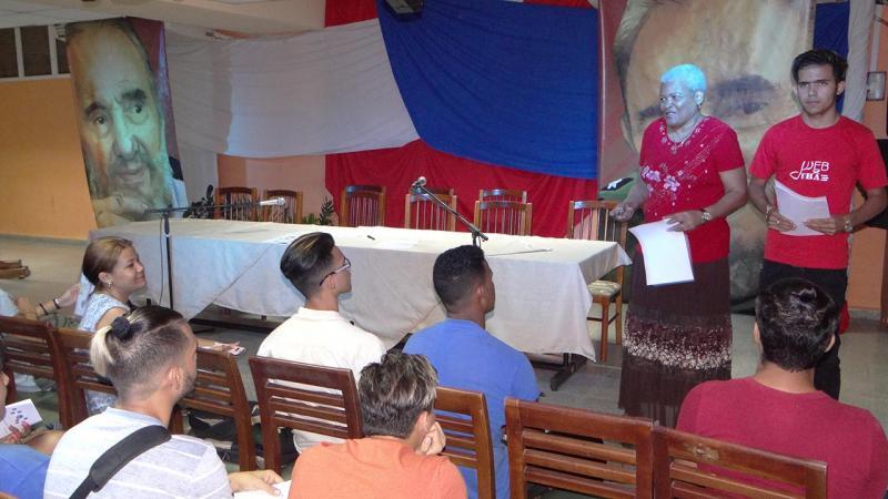 Decana de la FICI ofrece bienvenida a los líderes estudiantiles.