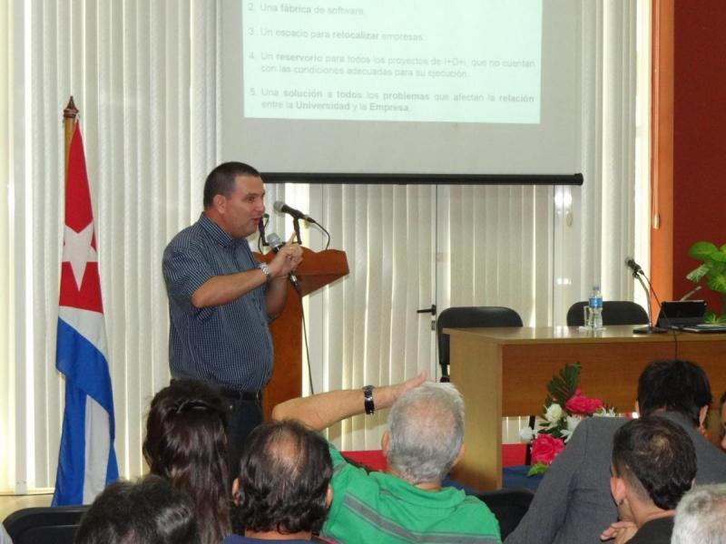 El MSc. Rafael Luis Torralbas Expeleta, director de Transferencia y Tecnología en la UCI, ofreció primicias acerca del futuro Parque Científico Tecnológico de La Habana.
