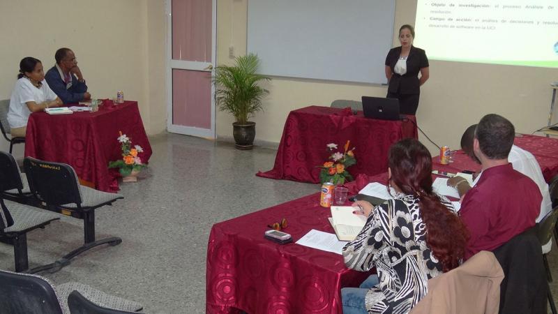"""Lizandra Hernández Hernández presentó la tesis titulada:""""Proceso de análisis de decisiones para proyectos de desarrollo de software de la Universidad de las Ciencias Informáticas."""""""
