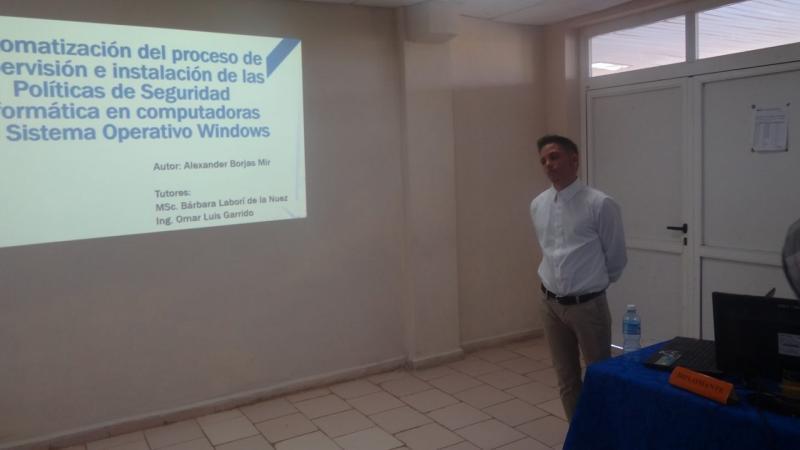 Alexander Borjas Mir obtuvo 5 puntos en la defensa de su investigación para graduarse como Técnico de Nivel Superior.