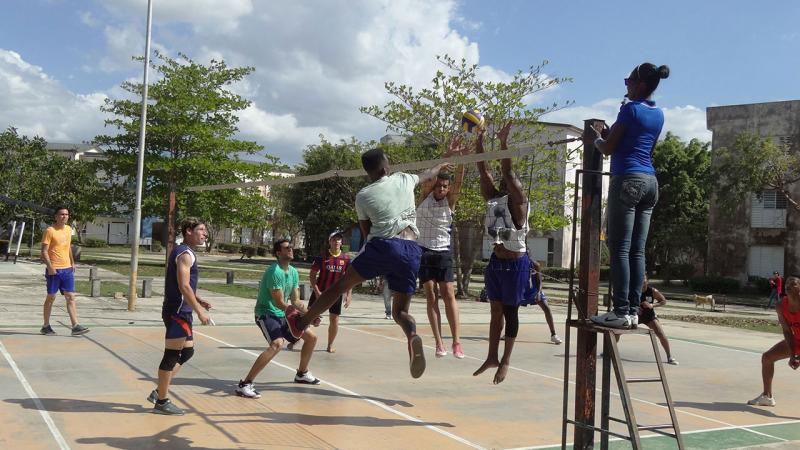 El sexteto de voleibol varonil de nuestra institución derrotó a la selección de la universidad cienfueguera, 3 parciales por 0.