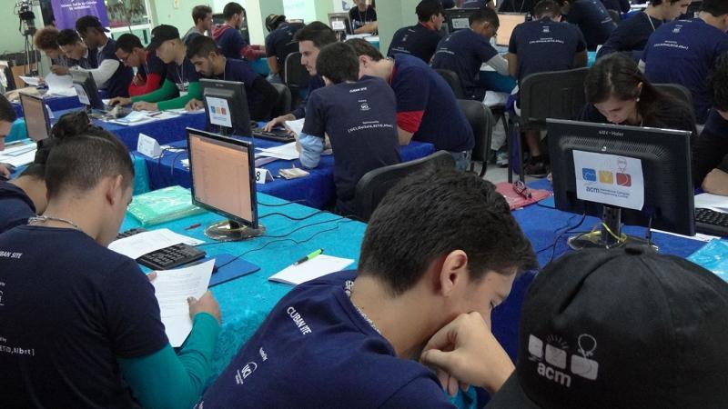 Al certamen, pactado del 7 al 11 de noviembre, acude una representación de los jóvenes que actualmente se forman en las universidades cubanas y un equipo de los preuniversitarios.
