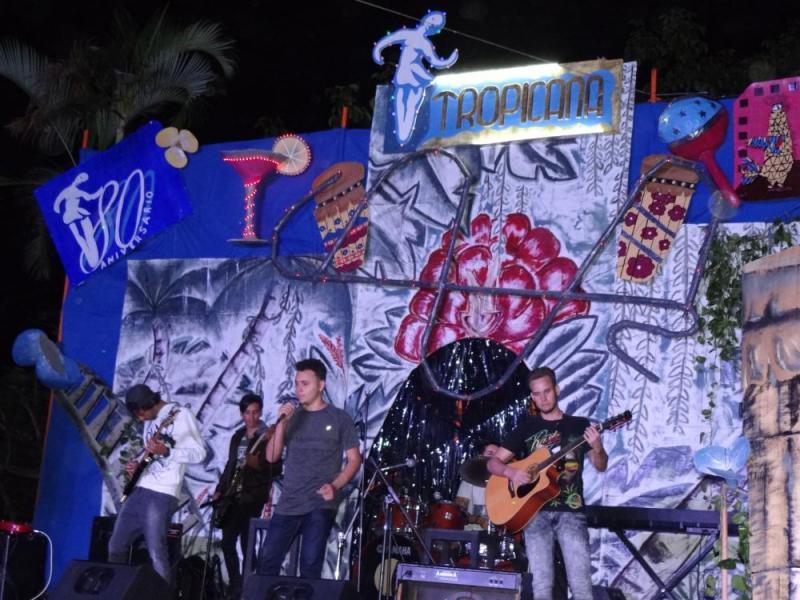 "La banda D´Varona interpretó el tema ""Labios compartidos""."