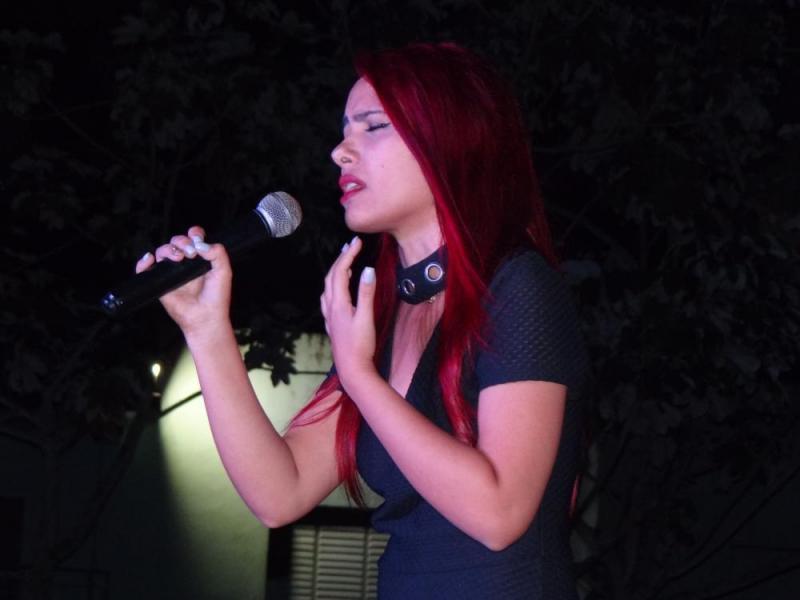 La voz de la intérprete Nadieska Pérez Simón cautivó a las personas que presenciaron esta velada.