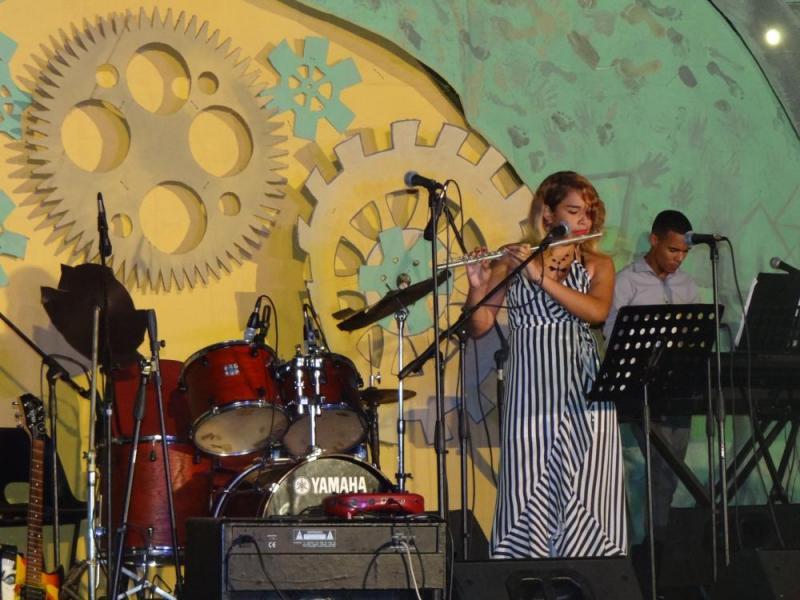 """La música instrumental se adueñó del escenario con la obra """"El reparador de sueños"""", interpretada con el dúo De corazón."""