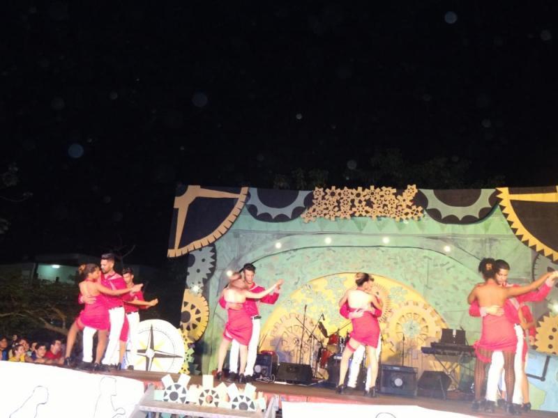 """El grupo +Q Sensuales, bailó al ritmo de kizomba la obra """"11:00 p.m.""""."""