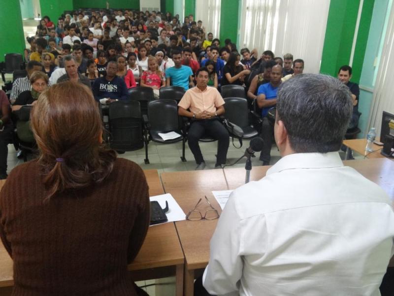 Interactúa Rector con estudiantes de primer año de la Facultad 2.