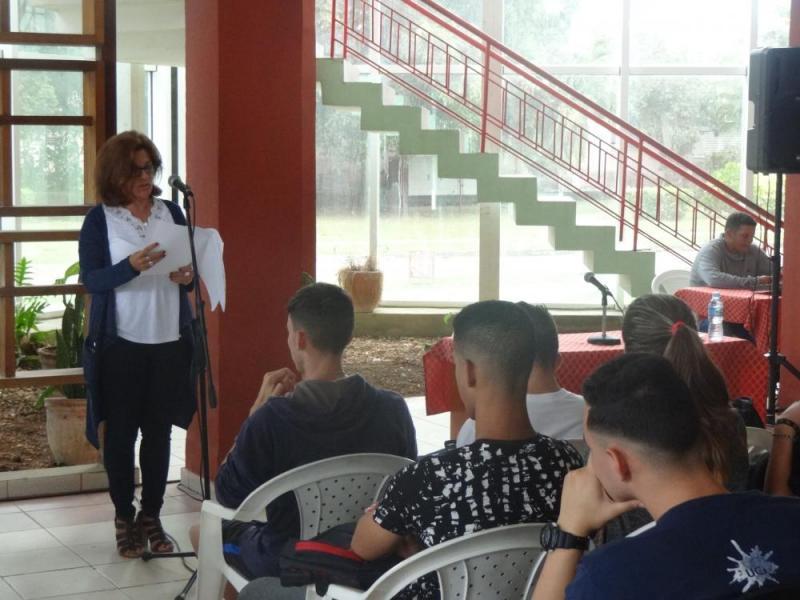 La decana de la Facultad 2, Dra.C. Mónica Peña Casanova, dio lectura a la resolución de la reconstitución de la Cátedra Honorífica Julio Antonio Mella.