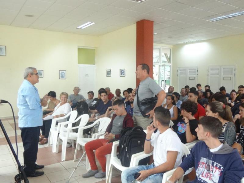 El público presente en el Salón Me dicen Cuba de la UCI, intercambió pasajes de la vida de Mella con el investigador Felipe de Jesús Pérez Cruz.