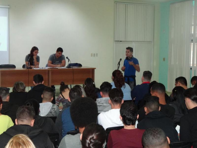 Los jóvenes universitarios serán los futuros profesionales, hombres y mujeres de la ciencia en Cuba.