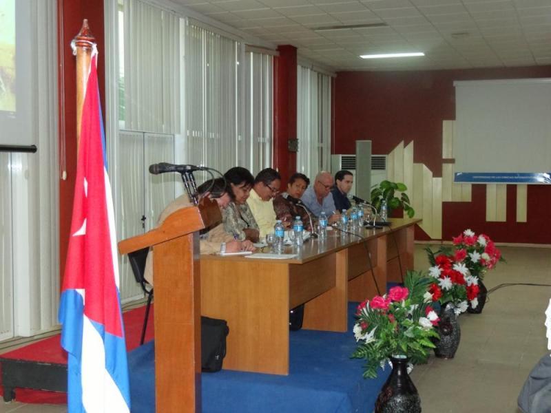 El Dr.C. Raydel Montesino Perurena (extremo derecho) Vicerrector Primero de la UCI, representó a la institución en la clausura de la reunión nacional.