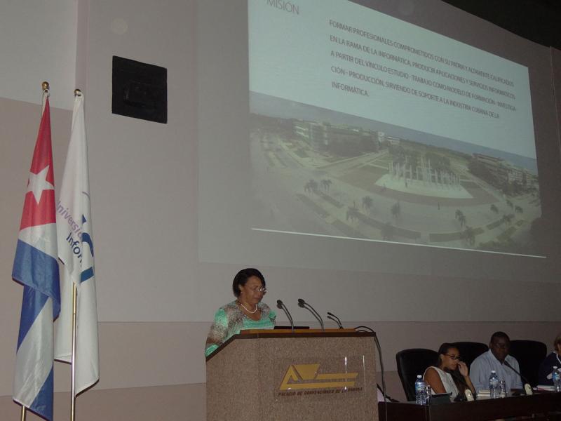 La Rectora saliente Dra. Miriam Nicado García expone las fortalezas y dificultades del primer semestre del año.