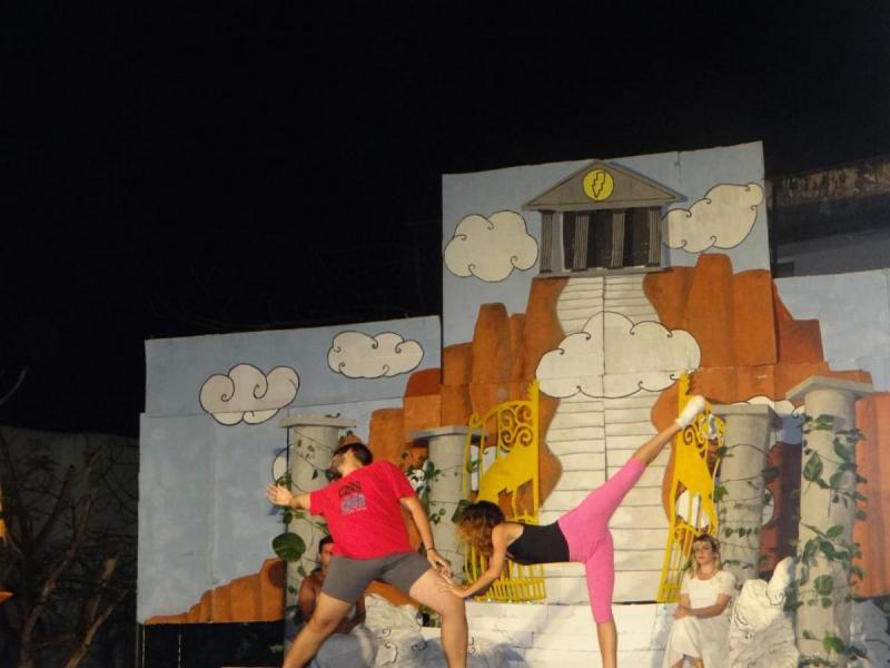 """Presentaron la pieza teatral """"Esto es un asalto"""", los artistas aficionados de la Facultad 2."""