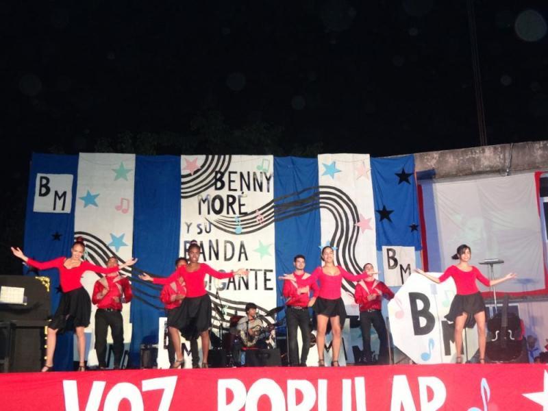 """El grupo La Pandilla regaló al público la danza """"La demanda""""."""