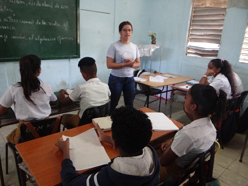 Estos jóvenes de la Facultad 4 patentizan desde las aulas el compromiso con la Revolución.