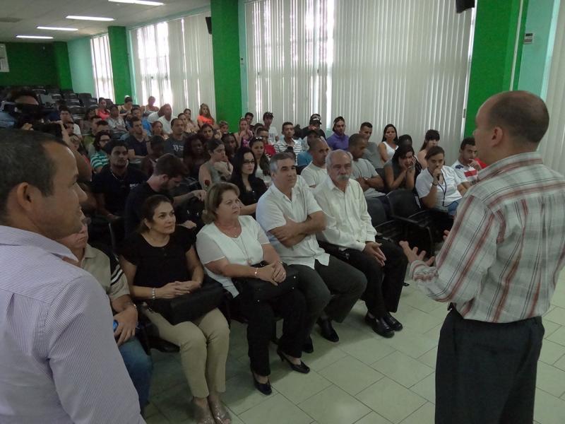 El MSc. Reynaldo Rosado, vicerrector de Producción, agradeció la visita del invitado y de los jóvenes de BioCubaFarma.