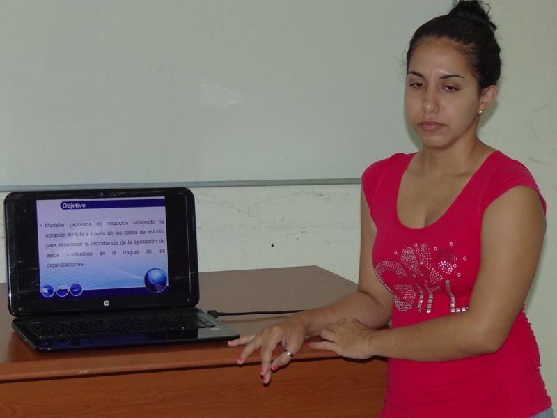 Beatriz Lugo Robaina, estudiante de quinto año de la Facultad 1, lleva dos años en el Movimiento de Alumnos Ayudantes (AA).
