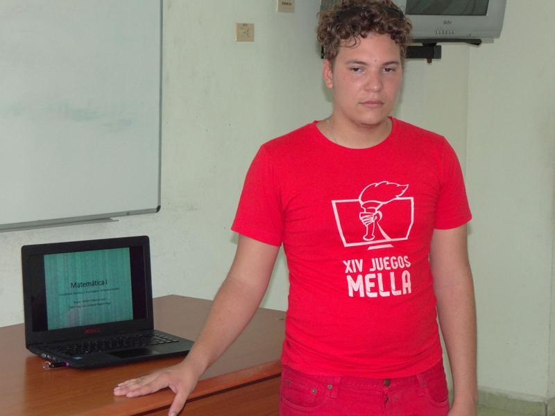 Yoisbel Tabares León. Este dirigente estudiantil también presentó su modelo para impartir docencia.