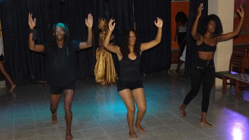 ''Black to Black'' del grupo Amators teatro. Universidad de las Ciencias Informáticas UCI