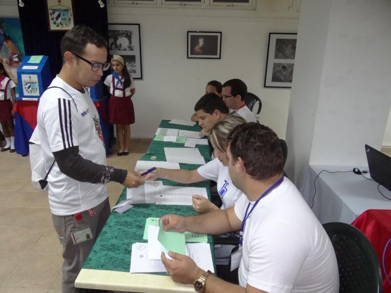 Domingo de elecciones en la UCI.