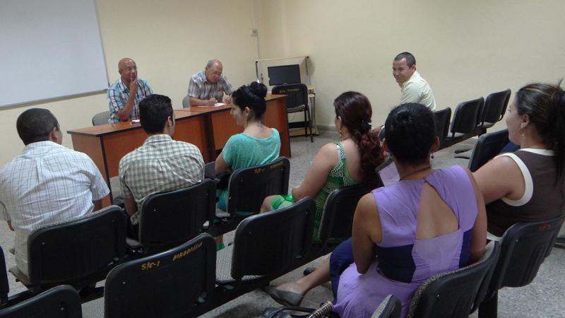 Los evaluadores, doctores en ciencias Godofredo Garay y Rogelio Lau, realizaron las entrevistas.
