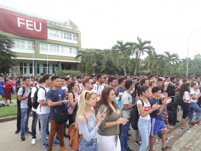"""""""Creer en los jóvenes es ver en ellos, además de entusiasmo, capacidad; además de energía, responsabilidad…"""" Fidel Castro Ruz."""