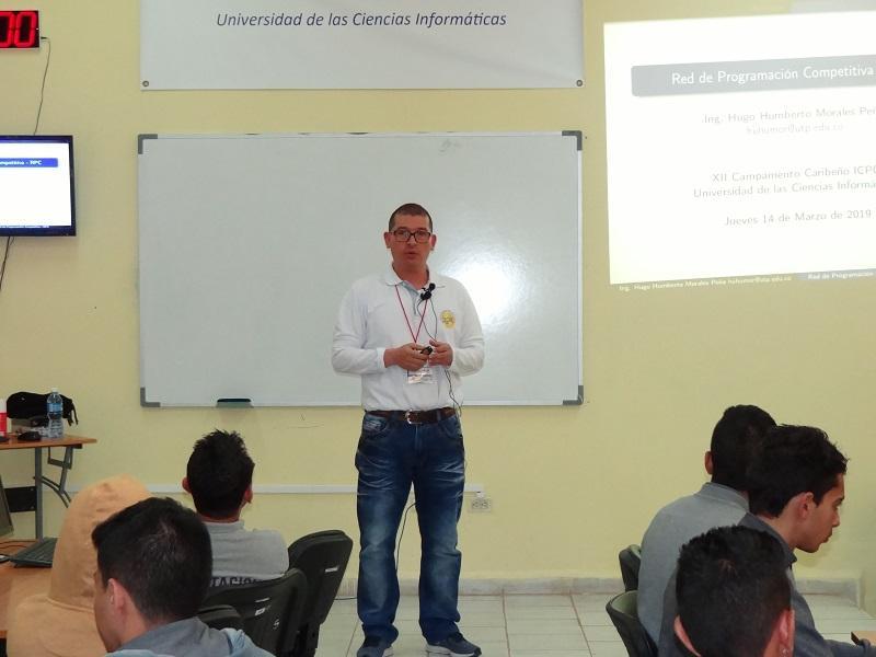La conferencia impartida por el MSc. Hugo Humberto Morales Peña, de Colombia, les permitió conocer más acerca de la Red de Programación Competitiva.