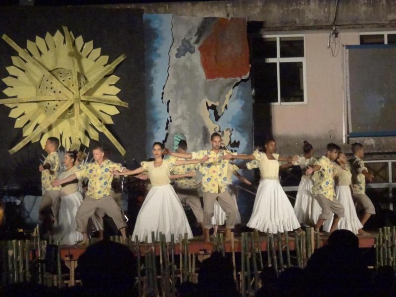 Arte danzario en el festival de los Dragones de la Facultad 3.