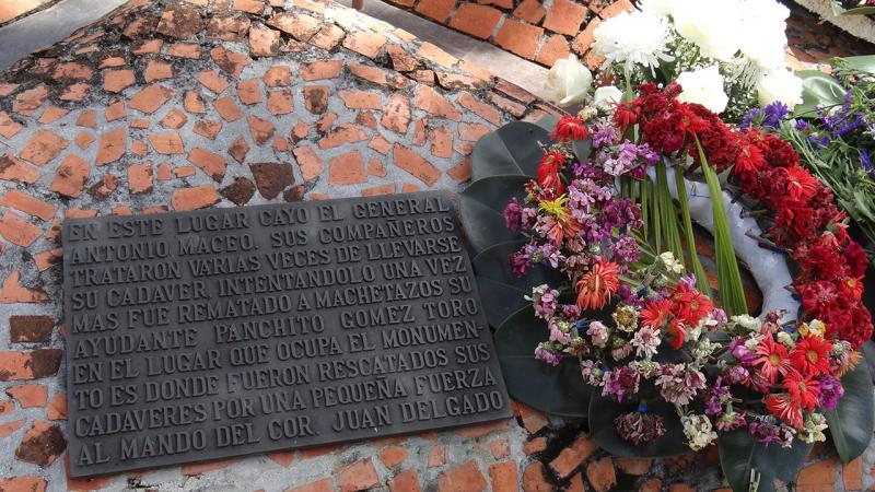 Plaque explaining the circumstances of the death of Maceo and Panchito Gómez Toro