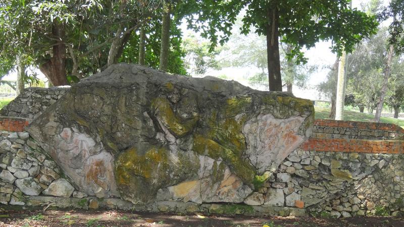 Esculturas en piedra en el mausoleo de San Pedro